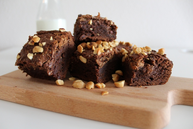 VEGAN BANANA + PEANUT BUTTER BROWNIES || The Crowded Kitchen